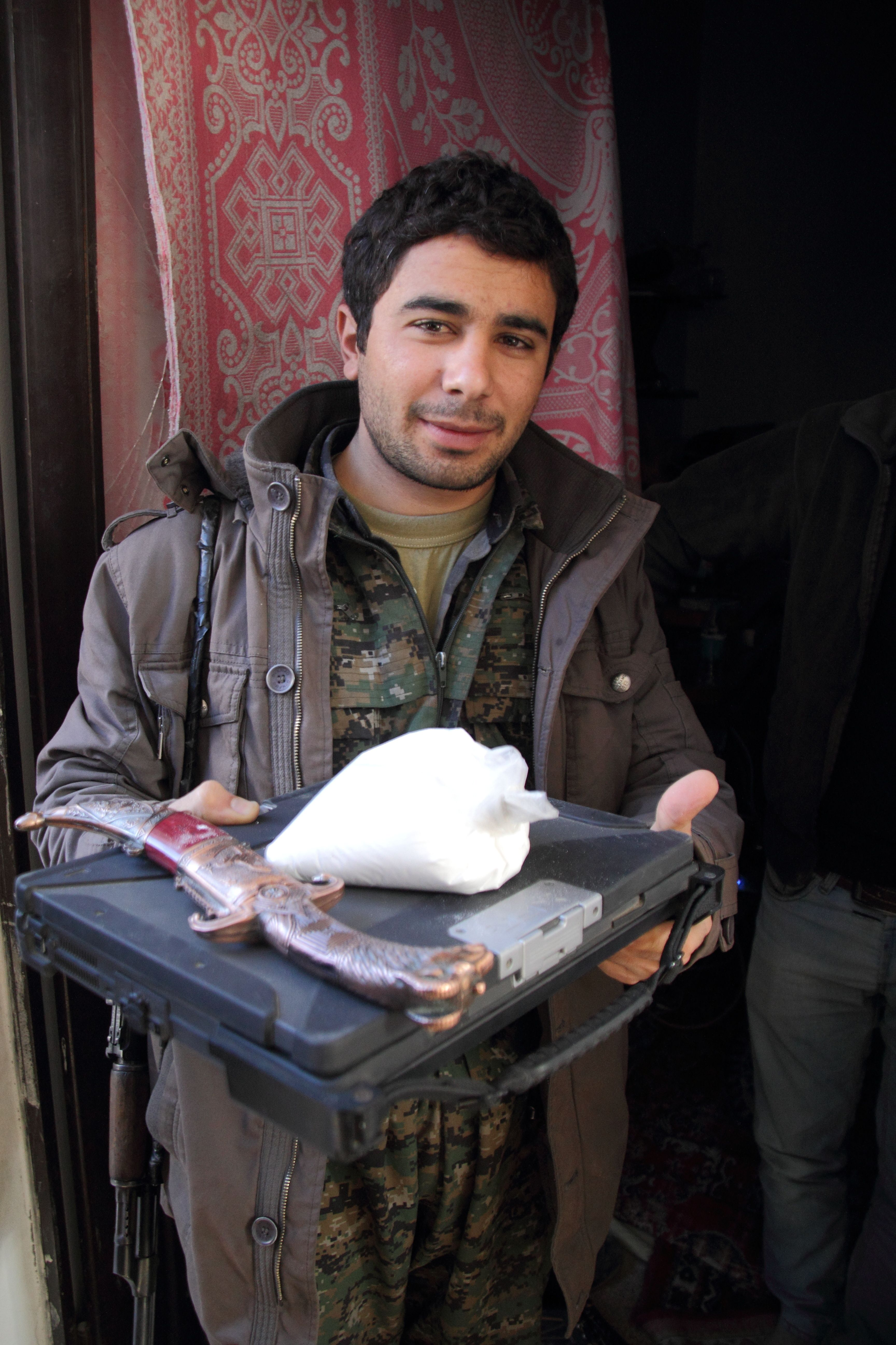 exclusive-video-shows-cocaine-allegedly-found-at-home-of-islamic-state-leader-in-kobane-1420474391 (1)